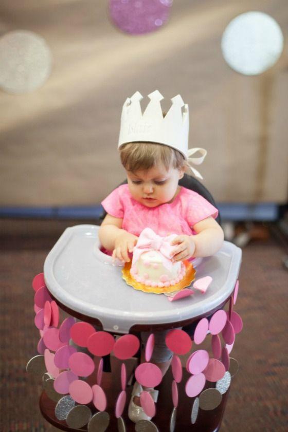 Super Idee per il primo compleanno: addobbare il posto d'onore WO11