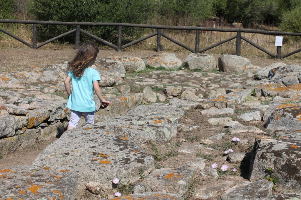 Alla scoperta dei nuraghe del sito di Lu Brandali